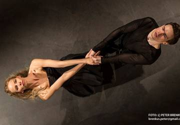 Kristína Luptáková a Andrej Szabo v predstavení The Tempest. Foto © Peter Brenkus