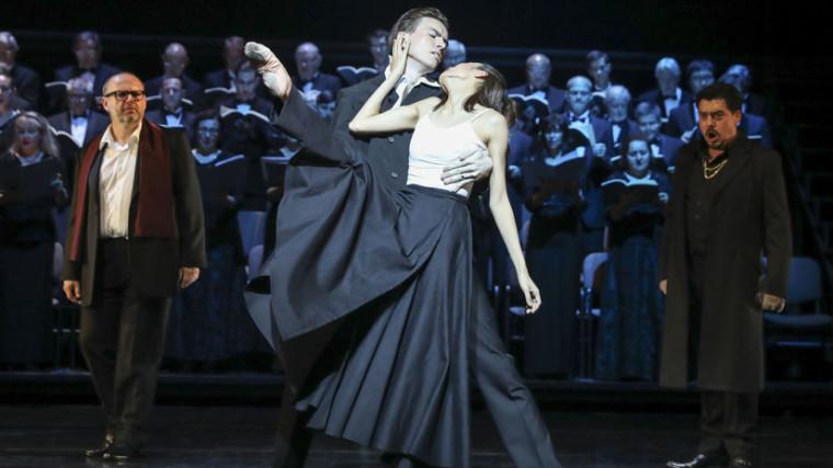 V projekte sa predstaví aj sólista baletu SND Andrej Szabo. Na snímke v popredí spoločne s Erinou Akatsuka v dramatickej legende Faustovo prekliatie. Autor: Ctibor Bachratý