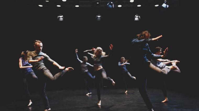 Predstavenie Ghost/Prízrak hosťujúceho choreografa Petra Miku má dnes premiéru v banskobystrickom Divadle Štúdio tanca. Autor: DUŠAN BEŇO.